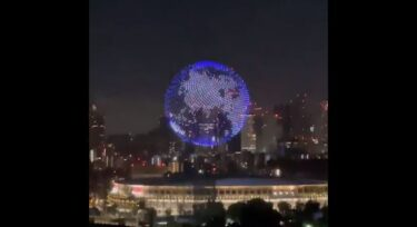東京オリンピック開会式のドローンがすごい!立体地球儀や文字演出