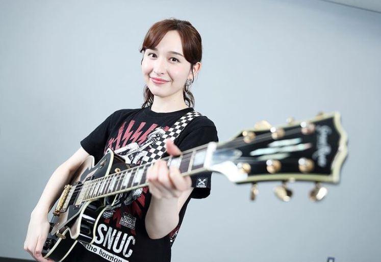 宇賀神メグのギター